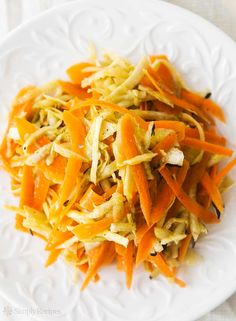 Winter Root Vegetable Slaw ~ It looks like cole slaw, but this shredded salad of root veggies -- carrots, radishes, parsnips and celery root. Salad Recipes Video, Salad Recipes For Dinner, Slaw Recipes, Healthy Recipes, Winter Root Vegetables, Root Veggies, Healthy Protein, Side Salad, Coleslaw