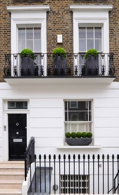 Bold, Urbis Design planters with a hammered slate finish hold buxus balls to give this Chelsea townhouse a unique and structured look. Townhouse Exterior, Roof Light, Chelsea, Planters, Buxus, Landscape, Street, Slate, Interior