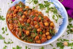Curries don't get much quicker and easier than this 10 Minute Chickpea and Spinach Curry. This chickpea curry is not only healthy, but delicious too. Easy Vegan Curry, Easy Chickpea Curry, Chickpea And Spinach Curry, Chickpea Recipes, Veggie Recipes, Vegetarian Recipes, Cooking Recipes, Savoury Recipes, Veggie Food
