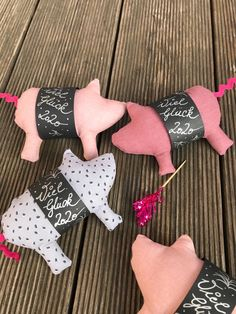 New Year's Eve pig sewing – free instructions – gluten-free recipes & creative … - Nahen Christmas Deco, Winter Christmas, Diy Silvester, Feeling Pictures, Diy And Crafts, Crafts For Kids, Diy Bags Purses, Quilted Ornaments, This Little Piggy