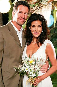 Desperate Housewives wedding - Susan Bremmer and Mike Delfino - Teri Hatcher and James Denton James Denton, Desperate Housewives, Best Tv Couples, Movie Couples, Cute Couples, Grey's Anatomy, Ruched Wedding Dress, Wedding Dresses, Superman