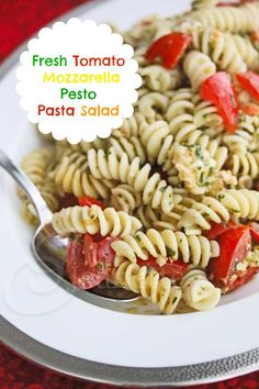 Fresh Tomato Mozzarella Pesto Pasta Salad © Jeanette's Healthy Living #easy #summer #pasta #salad