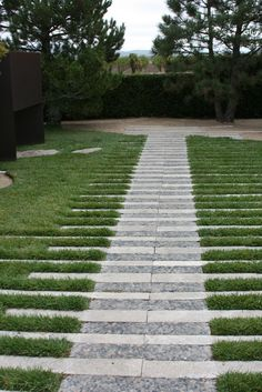 This collection of garden pathway ideas shows simple garden walkway applications from a modern garden to a older established creating a cohesive design. Garden Paving, Garden Steps, Easy Garden, Garden Paths, Landscape Elements, Garden Landscape Design, Landscape Architecture, Permeable Driveway, Driveways