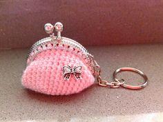 llavero-monedero rosa con lazo
