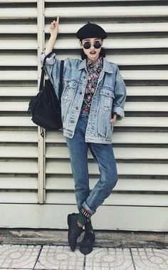 Beret Beanie, Black Buckle Backpack, Denim Jacket, Jeans, Round Sunglasses - http://ninjacosmico.com/29-grunge-outfit-ideas-fall/