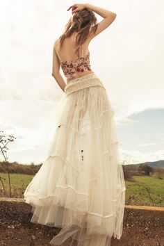 falda Milenium cuerpo Laia vestido de novia dos piezas cuerpos bordados pailletes de color botones de perla falda hippie nido de abeja apliques indios faldas de tul flores bordadas novias milenials pelo suelto