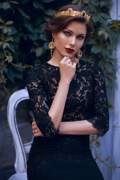 Features and Care Tips of Modern Fashion Jewelry Beautiful Eyes, Beautiful Women, Hijab Style, Trendy Fashion Jewelry, Beauty Queens, Portrait Photography, Lady, Hair Styles, Crowns