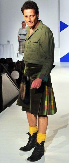 """Welshman in kilt... Je suis rarement enthousiasmé par les tenues kiltées """"excentriques"""" mais je dois avouer que celle-ci tient la route..."""