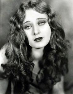 Dolores Costello, 1920s. Stunning beauty