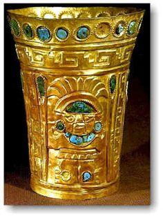 Uno dei famosi vasi dorati generati dagli Inca, con abbellimenti di grande valore
