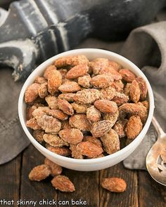 Candied Vanilla Almonds - Sugar-coated and irresistible Best Appetizers, Appetizer Recipes, Dog Food Recipes, Snack Recipes, Snacks, Candied Almonds, Vanilla Recipes, Oreo Truffles, Mixed Nuts
