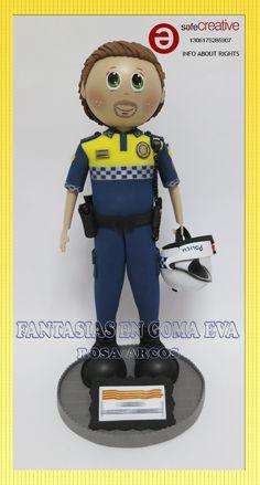 FANTASIAS EN GOMA EVA Foam Crafts, Diy And Crafts, Movies Box, Doll Head, Ideas Para, Barbie, Miniatures, Dolls, Creative