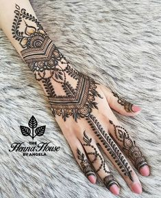 The beautiful henna I created for the super sweet @kundanhenna henna today! It was so nice to meet another talented artist in city  She did my feet today! Can't wait to share!