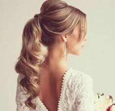 There are many choices of ponytail hairstyles that can be tried to enhance your appearance. From cute ponytails to high or low ponytail hairstyles, they can look messy, elegant and smooth. Cute Ponytail Hairstyles, Wavy Ponytail, Elegant Ponytail, Cute Ponytails, Up Hairstyles, Hairstyle Photos, Bridal Hairstyles, Hairstyle Ideas, Hair Ideas
