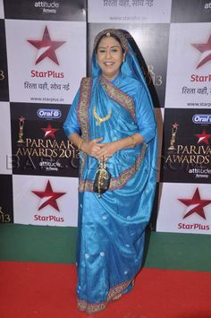 'Yeh Rishta Kya Kehlata Hai' Medha Sumbutkar in blue saree with embroidered border at Star Parivaar Awards.
