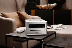www.sonoro.de - Auch im Wohnzimmer macht sich das sonoroCD hervorragend. Besonders in schlichtem Weiß. #raumwelten #design #audio #hifi #schlafzimmer #radio #cdplayer #stereoanlage #raumwelten