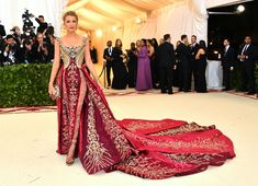 Blake Lively in the #metgala in a stunning #versace gown - my personal favorite by far!!