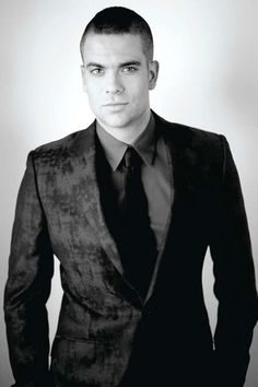 Mark Salling... Is it just me, or does h look exactly like Michael Weatherly??