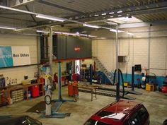 Dit is het bedrijf waar ik werk het is een auto bedrijf genaamd garage Obbes. Het bedrijf is van mijn oom en ik werk hier in de vakanties.