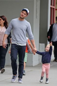 Jamie Dornan and Dulcie 'Cinderella' Dornan out in Vancouver on May 2016 (x) (x) more pictures Jamie Dornan Kids, Jamie Dornan Daughter, Jaime Dornan, Dulcie Dornan, Mr Grey, Fifty Shades Of Grey, 50 Shades Darker, Dakota Johnson, Perfect Man