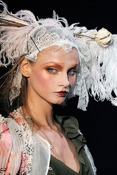 Gorgeous runway makeup look created by Pat McGrath for the John Galliano Show. Makeup Inspiration for a Costume Party. Makeup inspiration for Halloween. John Galliano zombie makeup look. Make Up Looks, Look At You, John Galliano, Pat Mcgrath Makeup, Fashion Editorial Makeup, Real Techniques Brushes, Foto Fashion, 1950s Fashion, Fashion News