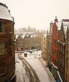 Edinburgh: Snow Covered Victoria Street by chairmanblueslovakia, via Flickr