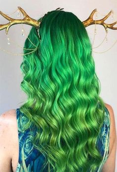 63 Offbeat Green Hair Color Ideas in Green Hair Dye Kits to Try Gold Brown Hair, Caramel Brown Hair, Medium Brown Hair, Gold Hair, Pastel Green Hair, Emerald Green Hair, Green Hair Colors, Temporary Green Hair Dye, Permanent Hair Color