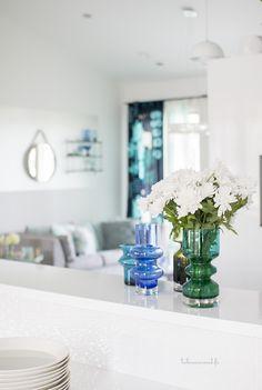 Esittelyssä: Värikylläinen koti - Kastelli-talot - Talosanomat Koti, Marimekko, Table Decorations, Furniture, Home Decor, Acapulco, Decoration Home, Room Decor, Home Furnishings