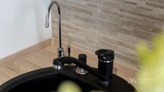 Mobila bucatarie vintage - Mobila la comanda MOBIERA Iasi Modern Tiny House, White Wood, Kitchen Decor, Sink, Home Decor, Small Modern Home, Sink Tops, Vessel Sink, Decoration Home