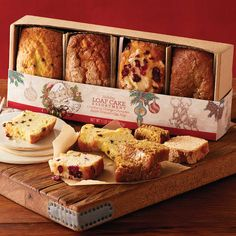Turn to Harry & David for Christmas gift basket ideas, delicious gourmet Christmas gifts, and unique food gifts for Christmas this holiday season. Baking Packaging, Bread Packaging, Dessert Packaging, Product Packaging, Packaging Ideas, Gift Packaging, Baking Business, Cake Business, Mini Loaf Cakes