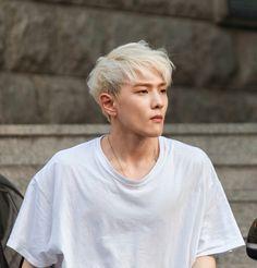 Dong hyuk (DK) ♡ iKON ♡ omgggg his shoulderssss 😍 Kim Jinhwan, Chanwoo Ikon, Teen Top Cap, K Pop, Seungri, Bigbang, Bobby, Ikon Member, Amor