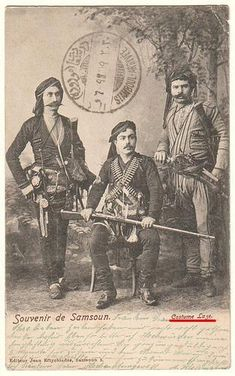The Laz Bichaq or 'Black Sea Yataghan' Historical Monuments, Historical Photos, Churchill, We Are The Mighty, Operation Market Garden, Trench Knife, Types Of Swords, Greek Warrior, Greek History