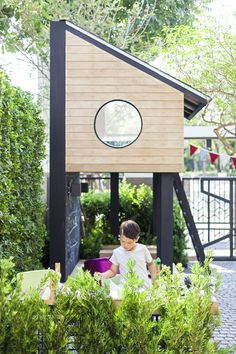 Modern - natural wood, black accents, clean lines, greenery - Garten - Kids Kids Outdoor Play, Outdoor Play Areas, Kids Play Area, Outdoor Fun, Modern Playhouse, Backyard Playhouse, Backyard Playground, Build A Playhouse, Backyard Plan