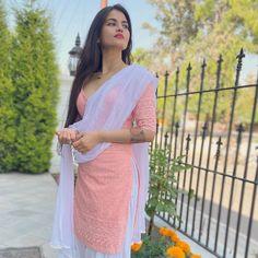 Patiala Suit Designs, Kurta Designs Women, Kurti Designs Party Wear, Designer Party Wear Dresses, Stylish Sarees, Stylish Dresses, Simple Dresses, Indian Attire, Indian Outfits