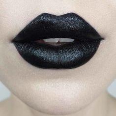 Kat Von D Beauty - Studded Kiss Crème Lipstick Black Lips Makeup, Sexy Makeup, White Lipstick, Lipstick Colors, Everlasting Liquid Lipstick, Gothic Makeup, Lipstick Collection, Long Lasting Lipstick, Cruelty Free Makeup