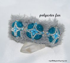 Soft and warm bracelet with an elegant touch and turquoise beauty. Materials: glass beads, glass crystals, polyester fur All the elements are sewn. Fringe Earrings, Statement Earrings, Dangle Earrings, Beaded Necklace, Jewelry Shop, Handmade Jewelry, Fashion Jewelry, Unique Jewelry, Golden Earrings