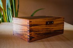 Box for wedding with wooden hinges Wooden Box Plans, Wooden Box With Lid, Custom Wooden Boxes, Small Wooden Boxes, Small Boxes, Wood Boxes, Diy Wooden Box, Wooden Hinges, Trunks And Chests