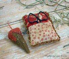 Lovebirds Pin & Scissors Keep PATTERN