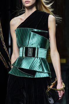 Balmain at Paris Fall 2015 (Details) Source by Amalivecolorfully alla moda Couture Details, Fashion Details, Love Fashion, Runway Fashion, High Fashion, Womens Fashion, Paris Fashion, Fashion Brands, Armani Prive