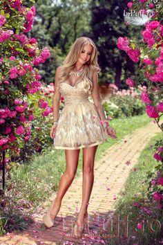 Rochie Princess eleganta cu broderie crem,trandafiri crem aplicati pe tul,lantisor in talie in fata,bust buretat cu push-up,spatele transparent,dublura din lycra ivoire #shopmaniac