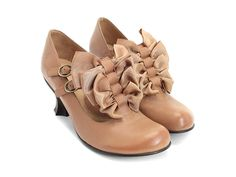 I'm so in love with Fluevogs. The style, construction, detailing... And comfort too! Fluevogs, take me away.