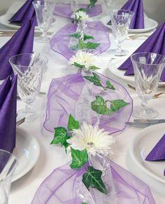 Complete table decoration in purple for communion / confirmation / baptism etc. Diy Wedding Flowers, Purple Wedding, Wedding Table Decorations, Wedding Centerpieces, Table Arrangements, Flower Arrangements, Decoration Evenementielle, Cream Wedding, Table Set Up