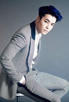 donghae - no one can pull off BLUE hair like him