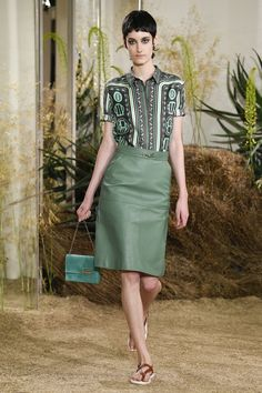 Hermès Resort 2019 Fashion Show Collection: See the complete Hermès Resort 2019 collection. Look 38