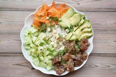 Poke Bowl, Plats Weight Watchers, Cobb Salad, Ethnic Recipes, Food, Sport, Coriander Leaves, Lime Juice, Rice