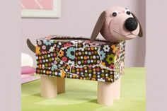 Van een lege doos kun je echt een heel leuk hondje maken. Je kunt dit gebruiken als een opbergdoos, zelf leuk mee spelen of als surprise voor Sinterklaas!