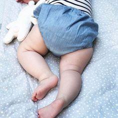 Sleep tight, babies.⠀ ⠀ #mamablogger_ch #mamaswag #loveyouso #swissmom #momtogs #candidchildhood #lebenmitkindern #babyblog #babylove #babybubble #instamomma #stadtlandkind #kidswear #organickids #organicbabywear #minimalisma #linkinbio ⠀ ⠀ 📷 forkandflower