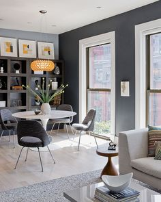 Contemporary Grey Dining Room: Gray Contemporary Dining Room With Yellow Pendant Light Yellow Dining Room, Dining Room Walls, Dining Room Design, Living Room Grey, Grey Room, Open Plan Living, Small Living, Modern Living, Room Colors