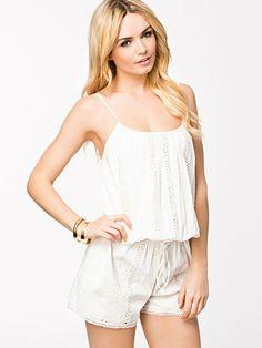 white jumpsuit White Jumpsuit, Playsuit, Rompers, Dresses, Fashion, Overalls, Vestidos, Moda, Monkeys