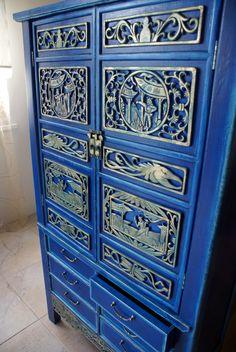 Традиционный китайский шкаф